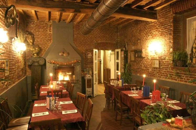 Il ristorante antica trattoria lampugnano milano for Sala con camino